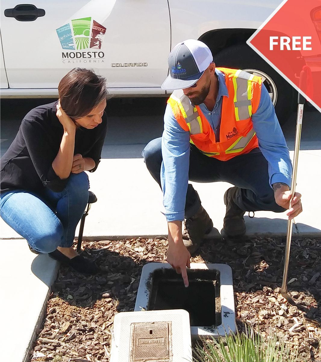 A city worker consulting a citizen during a Water Wise Consult